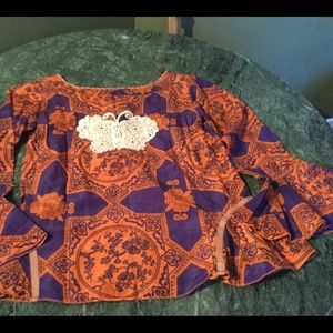 Nwot perfectly amazing odd Molly butterfly blouse
